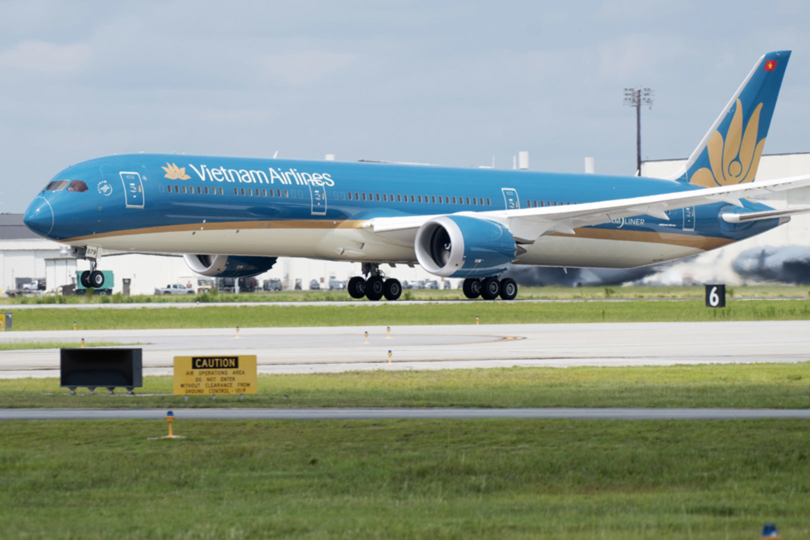hang bay quoc gia vietnam airlines da lo hon 10 nghin ty dong