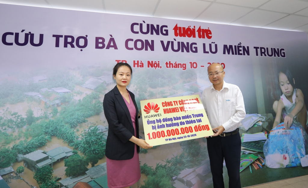 huawei viet nam chung tay ung ho dong bao mien trung 1 ty dong